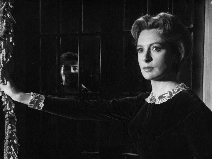 innocents-1961-003-deborah-kerr-holding-curtain-mans-face-in-window-1000x750